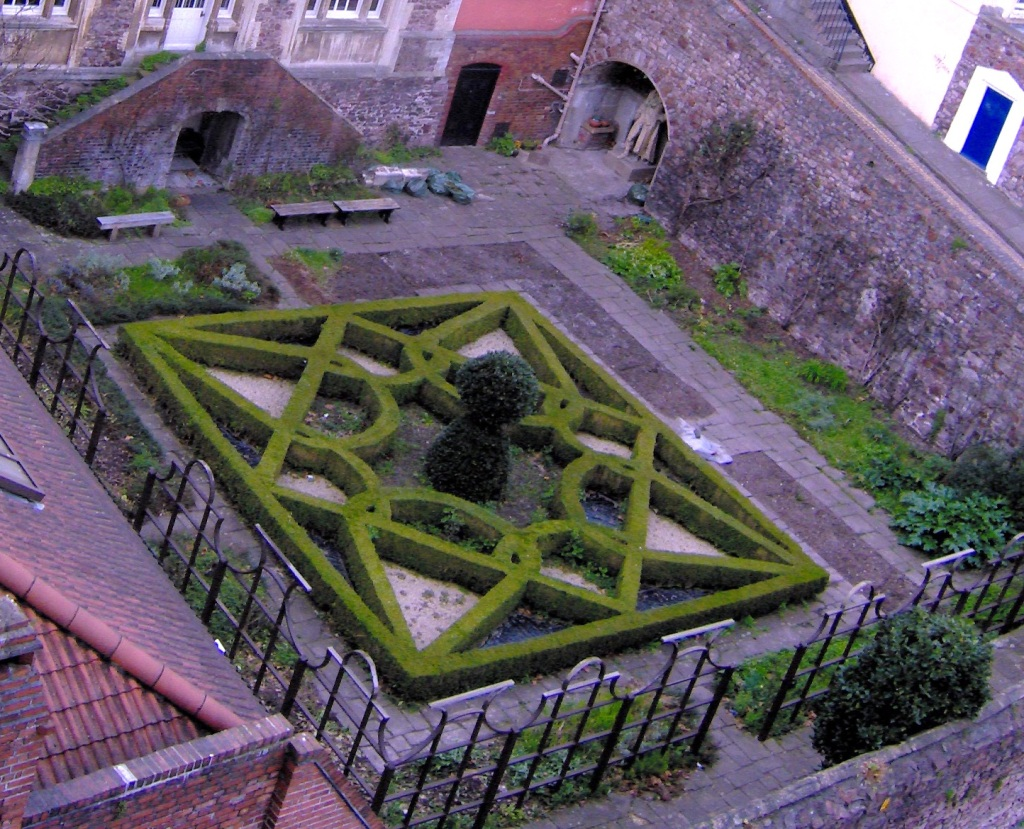 A knot garden in Bristol UK  Pic by Rodw  Released into the Public Domain {{PD}} Thanks, Rodw!