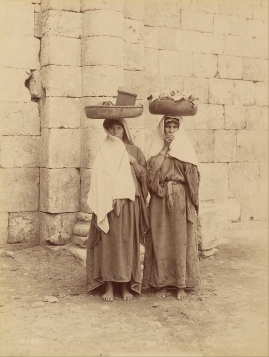 'Femmes de Siloe, Palestine by Felix Bonfils Silver albumen print c1867-1870 {{PD}}