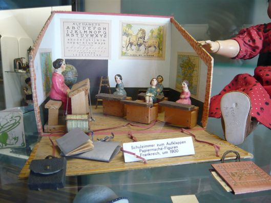 I love dioramas. This is a French schoolroom with paper-mache figures c1900, now in the Zurich Toy Museum Photo by http://commons.wikimedia.org/wiki/User:Flominator copyleft: Multi-license with GFDL and Creative Commons CC-BY-SA-2.5 and older versions (2.0 and 1.0)