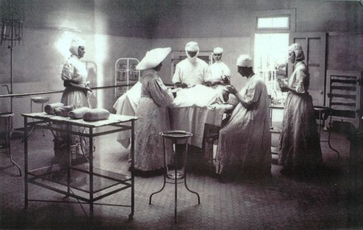 This unearthly photo shows the interior of the Los Angeles Infirmary, 1908 {{PD}}