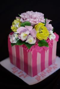 By mags - Flower Box Cake, CC BY-SA 2.0, https://commons.wikimedia.org/w/index.php?curid=34997634