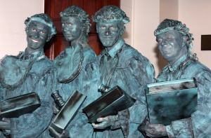 Living statues at Sydney Town Hall. by Eva Rinaldi https://commons.wikimedia.org/wiki/Creator:Eva_Rinaldi Creative Commons Attribution-Share Alike 2.0 Generic