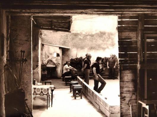 Gioco delle bocce ad Arcè (frazione di Pescantina, provincia di Verona) in una foto d'epoca {{PD}}